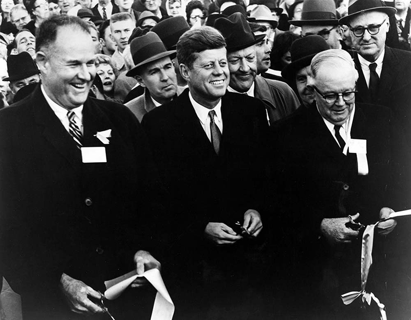 Magyar Éremkibocsátó Kft. - 60 éve iktatták be John F. Kennedy-t / Forrás: jfklibrary.org