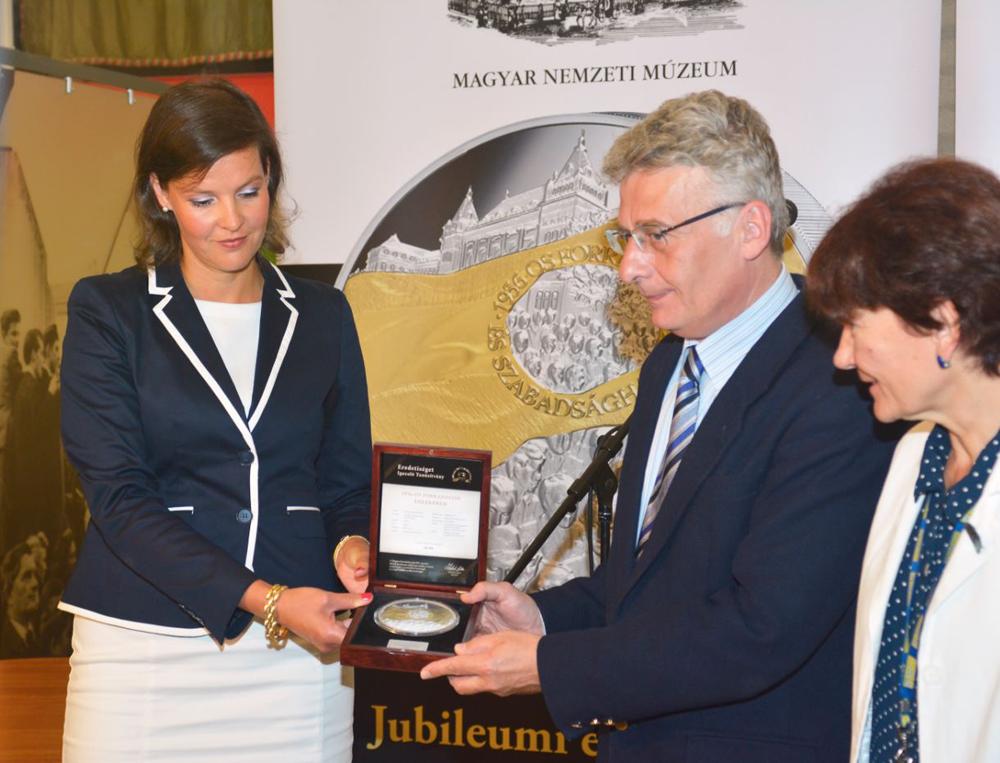 Magyar Éremkibocsátó Kft. - 1 kg színezüst a Nemzeti Múzeumban