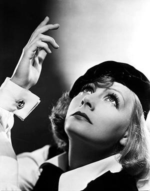 Greta Garbo mandzsettagombbal - forrás: mandzsetta